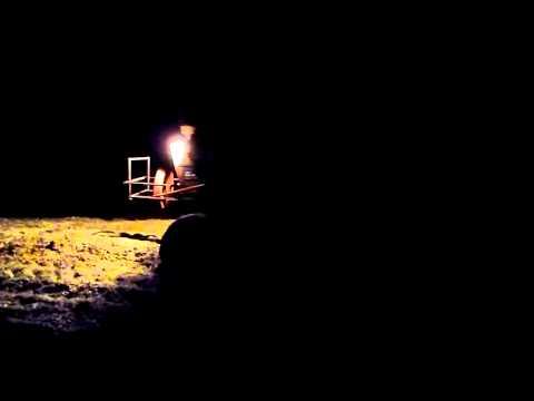 Ford 6600 socando silagem, ou melhor o pai empinando o trator parte 03, agora de noite.