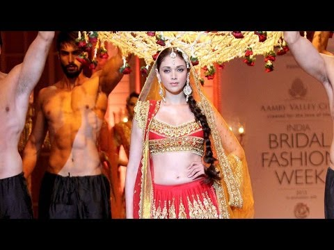 Aditi Rao Hydari walks the ramp at India Bridal Fashion Week 2013