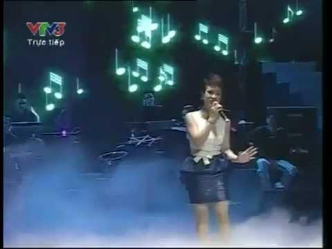 Người Hát Tình Ca - Uyên Linh [Liveshow Bài hát yêu thích tháng 1/2012]