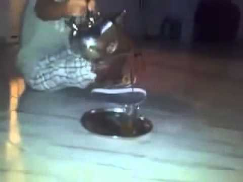 How moroccans pouring Tea