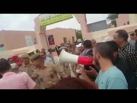 أساتذة في تازة يستقبلون محمد حصاد برفع شعار