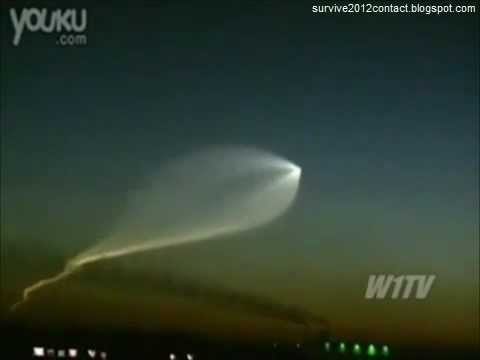 MASS UFO SIGHTINGS, 2012 ALIEN CONTACT? - SCARY Things Are Happening!!!