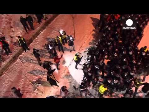 Video: Massive night clashes in Ukraine, police assault on Kiev Independance square