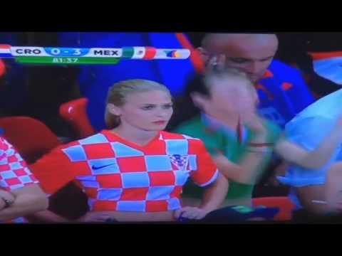 Aficionada mexicana celebra el Tercer gol México Vs Croacia