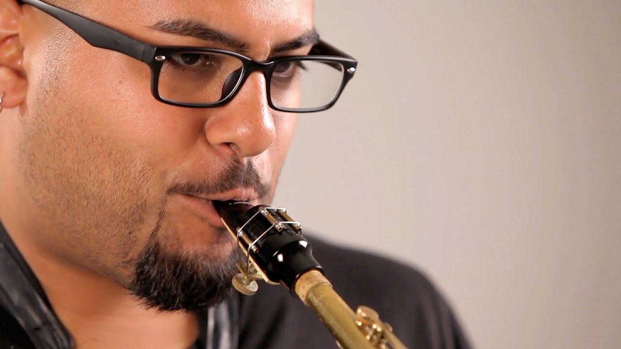 Как губами саксофон
