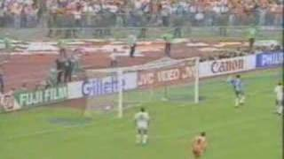 Marco van Basten tijdens de finale van het EK 1988 tegen Rusland. Volgens velen is dit zijn mooiste doelpunt ooit.