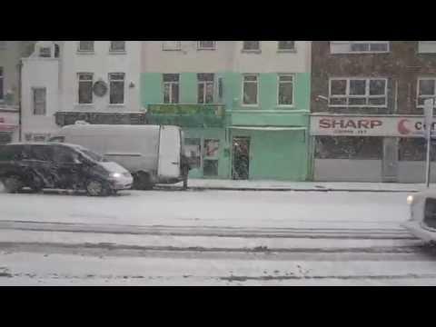 Cận cảnh tuyết rơi ở London - Chưa thấy bão tuyết