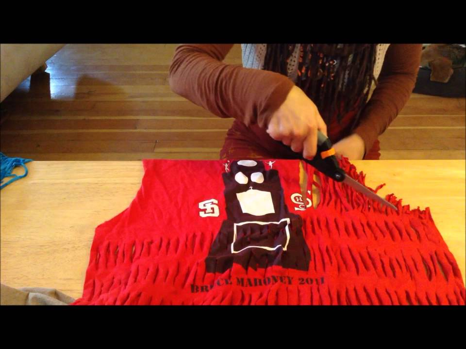 make a shredded t shirt infinity scarf youtube. Black Bedroom Furniture Sets. Home Design Ideas