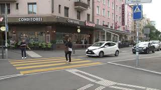 روبورطاج حول بعض السلوكات التي يتميز بها الشعب السويسري من قبيل احترام ممرات الراجلين من قبل السائقين والتزام الراجلين باستخدام الممرات الخاصة بهم وكذا الاحترام المتبادل بينهم اثناء استعمال وسائل النقل |