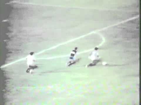 Em 1982, massagista do Capelense tenta evitar gol do CSA