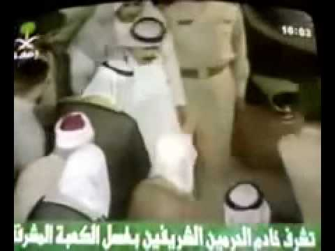 Saudi King Abdullah Smacking one of his security Staff!
