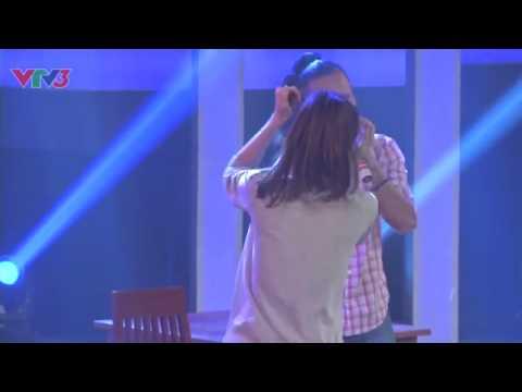 Hương Giang Idol... nhảy chồm lên bàn giám khảo