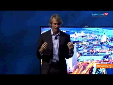 Raw Video: Michael Bay Leaves Stage After Tech Fail