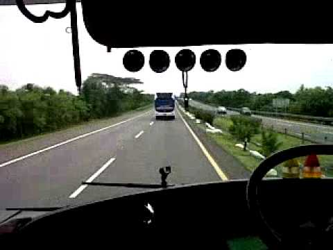 Edisi Ngblong Bus Primajasa vs Laju Prima In Action Tol