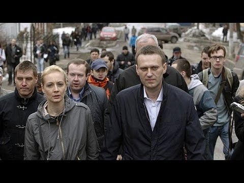Russian opposition leader Alexei Navalny avoids jail term