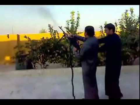 史上最強悍婚禮!用AK47當鞭炮!!