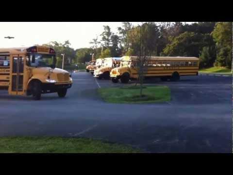 Pegando o ônibus escolar nos Estados Unidos - Bus transfer USA