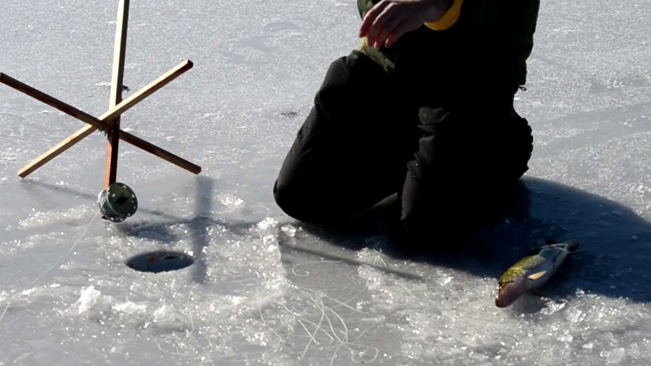 Ice fishing on lake wallenpaupack 2013 youtube for Lake wallenpaupack fishing