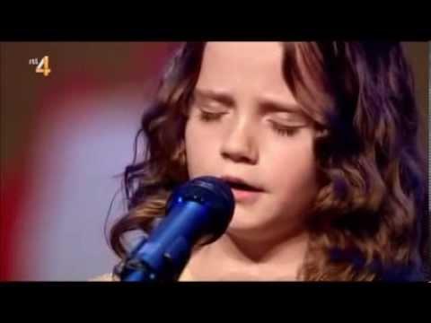 image vidéo Cette petite fille n'a que 8 ans, chante comme une diva