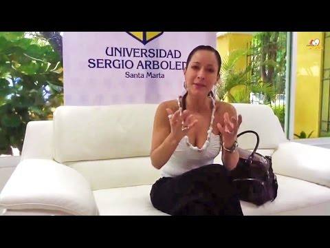 Flavia Dos Santos Sexóloga Psicologa antes de conferencia Sexualidad y Calidad de Vida en U. Sergio