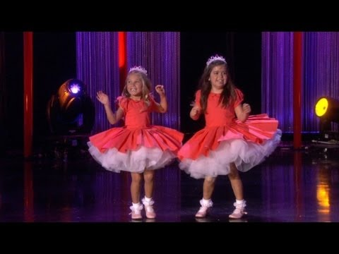 Sophia Grace & Rosie Perform 'Thrift Shop'