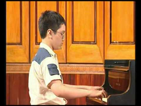 lop hoc piano cho thieu nhi      hoc sinh xuat sac bieu dien bao cao (7).avi
