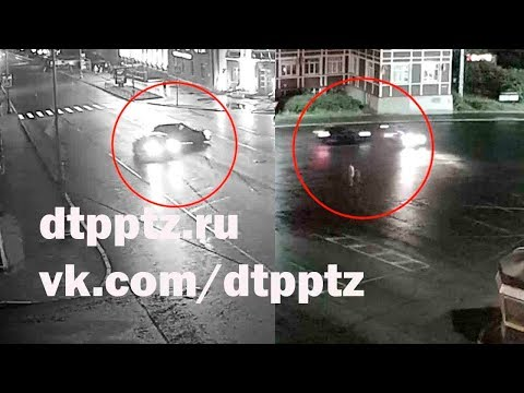 На проспекте Ленина легковой автомобиль врезался в опору уличного освещения