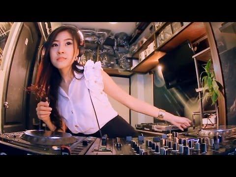 em gái dễ thương chơi DJ hot