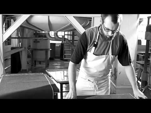 Die Papiermacher | Papierherstellung nach alter Handwerkskunst, Video: Hobl + Sohn.