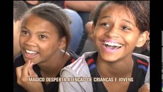 M�gico surpreende crian�as de escola p�blica em Ribeir�o das Neves