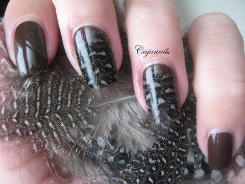 Nail art: Classy feather nails