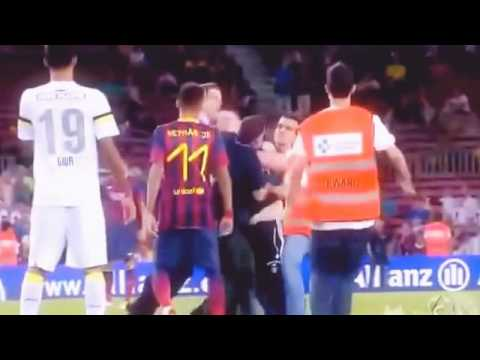 Kejadian-kejadian lucu di dalam pertandingan sepak bola - Beneran Ngakak