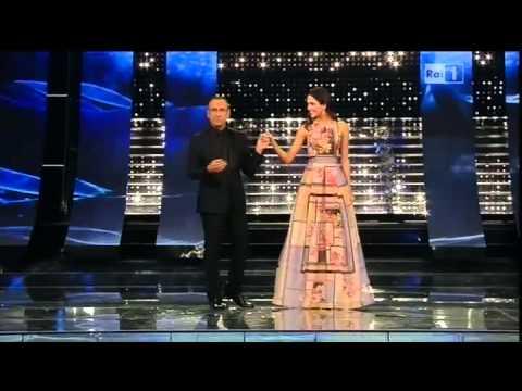 Sanremo 2015 - L'ingresso di Rocío Muñoz Morales - Quarta serata 13/02/2015