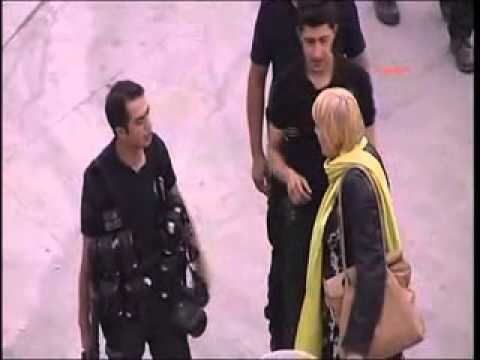 German MP Claudia Roth arguing with turkish police #occupygezi (Hürriyet Daily News)