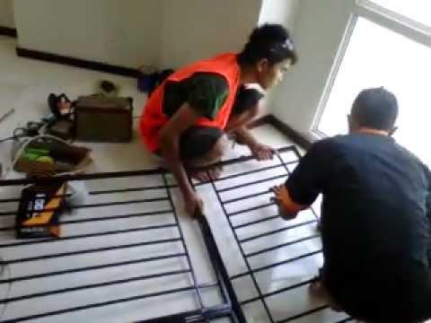 jaga anak anda jatuh dari gedung ,,,,pasang teralis jendela dan pintu  besi