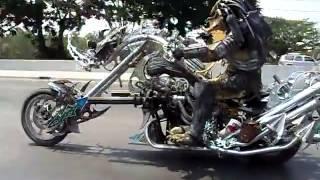 Predator en moto