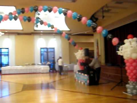 Rock n roll decorations balloons by carolyn youtube for Balloon decoration ideas youtube