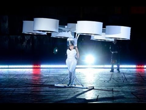 "Lady Gaga Flying Dress ""the Volantis"" Test Demo at New York 11/10/2013"