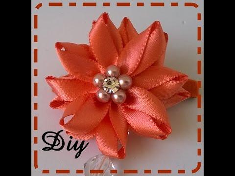 Flor de fita de cetim com contas e strass\ Flower satin ribbon with beads and rhinestones