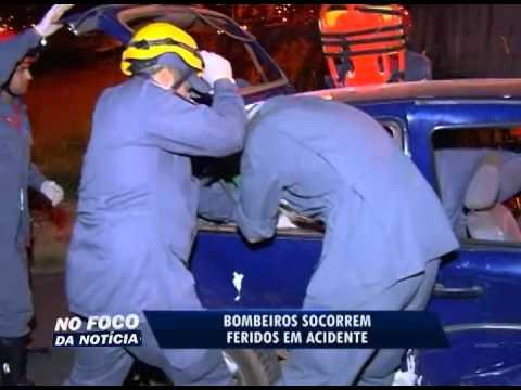 Bombeiros socorrem feridos em acidente no Bairro Martins