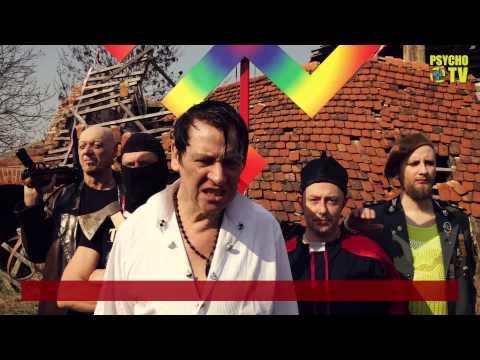 Maciej Maleńczuk paraduje ze swastyką