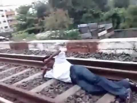 Very dangerous stunt : Indians Enjoy Playing Chicken With Trains