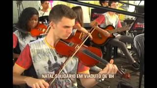 Orquestra se apresenta para moradores de ruas em viaduto movimentado de BH