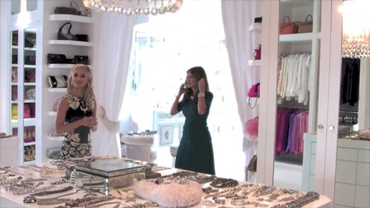 Sneak Peak Into Real Housewives Lisa Vanderpump S Closet