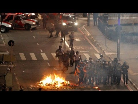Brazil: violence flares at Rio teachers' protest