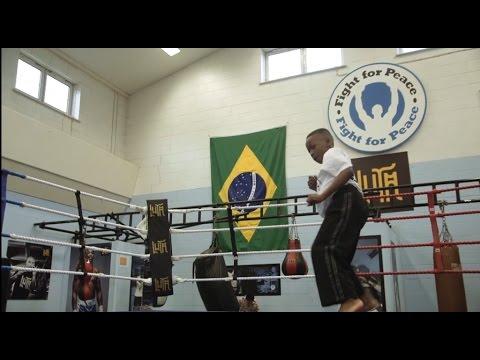 ONG do Complexo da Maré usa artes marciais e educação para empoderar jovens