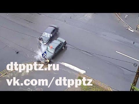 Ночью три человека пострадали в результате лобового столкновения на Первомайском проспекте