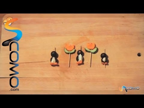 Aperitivos para niños con forma de pingüinos y flores