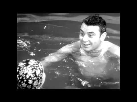 The swimming pool, extrait de The Golden Arrow (1936)