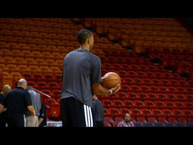 Juwan Howard's Half-Court Trick Shot